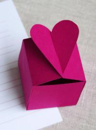 Fabriquer-un-boite-cadeau-en-forme-de-coeur_logo_item.jpg